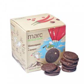 Печенье шоколадное с брусникой и фундуком фото