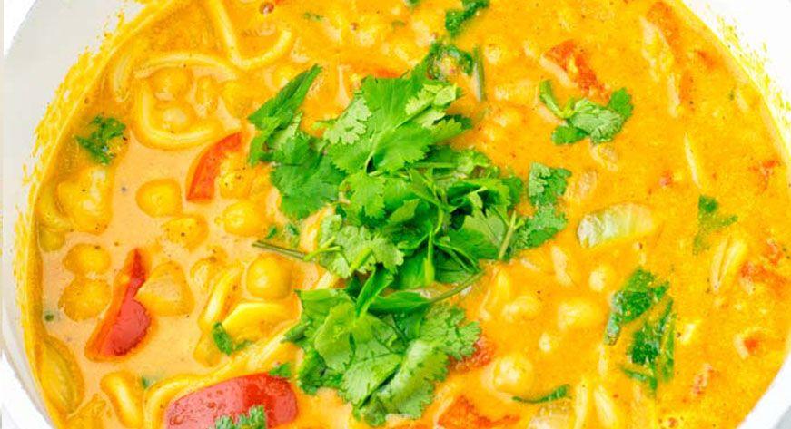 Суп карри с рисовой лапшой и кокосовым молоком